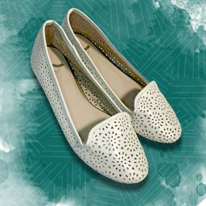⚡️ Ivory Laser Cut Out Flats